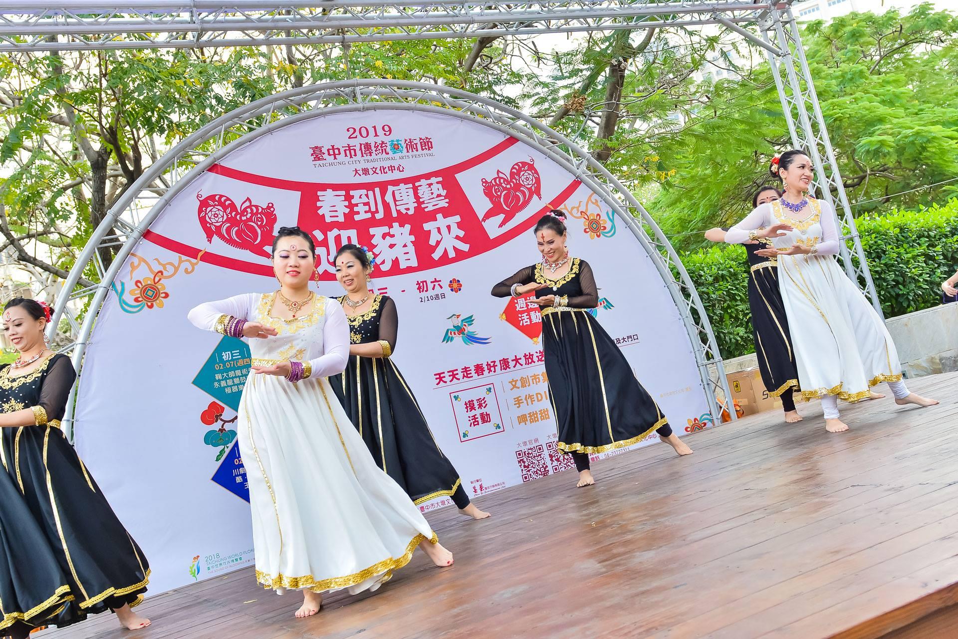 星月寶萊舞團的表演,帶來濃厚的印度風味。