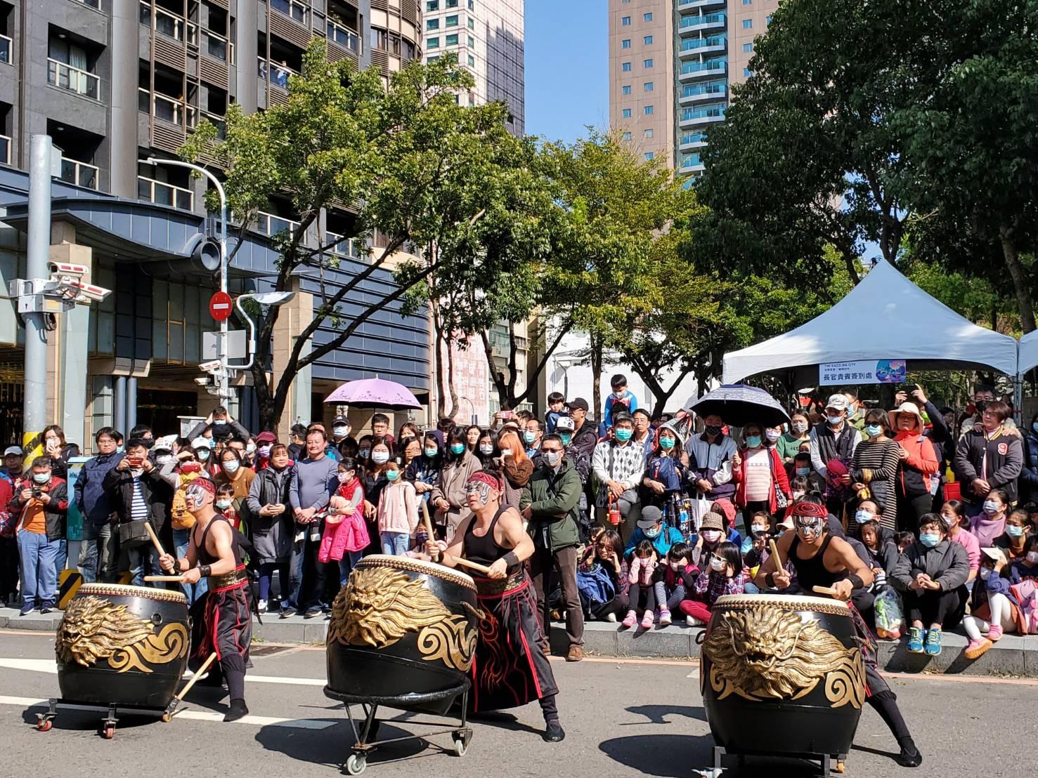 2月8日草悟道踩街活動由九天民俗技藝團帶來精彩開幕演出